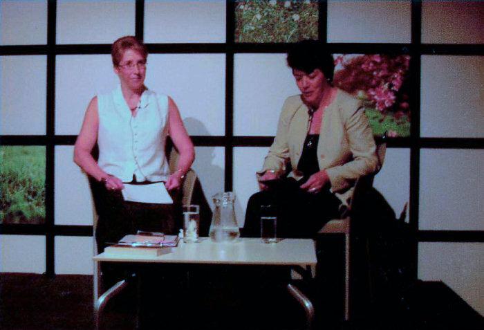 Linda interviews Nicola Morgan at the Edinburgh Book Festival