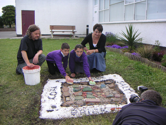 Prestonpans Primary School project with Muralist Andrew Crummy and students